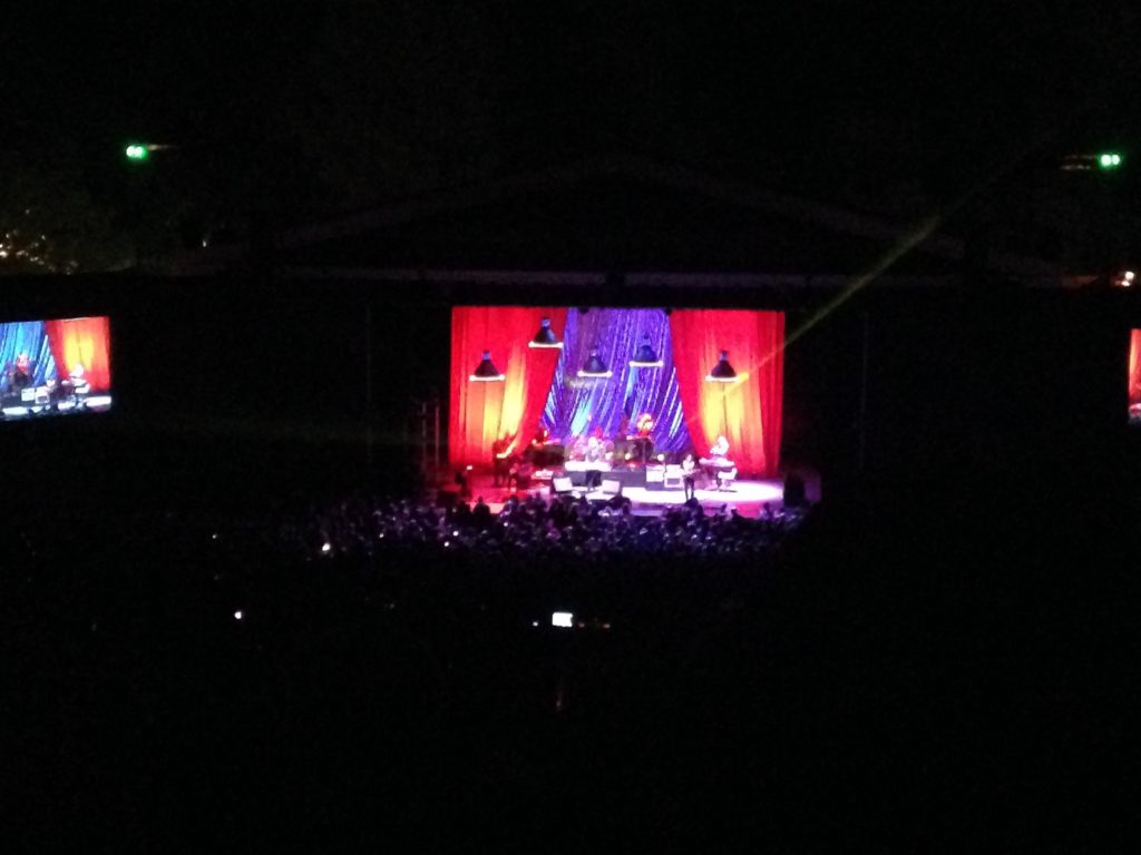 This is how a Hall & Oates concert looks like through an iPhone 5. Damn. Note to self - bring a real camera when you're going to the USA.