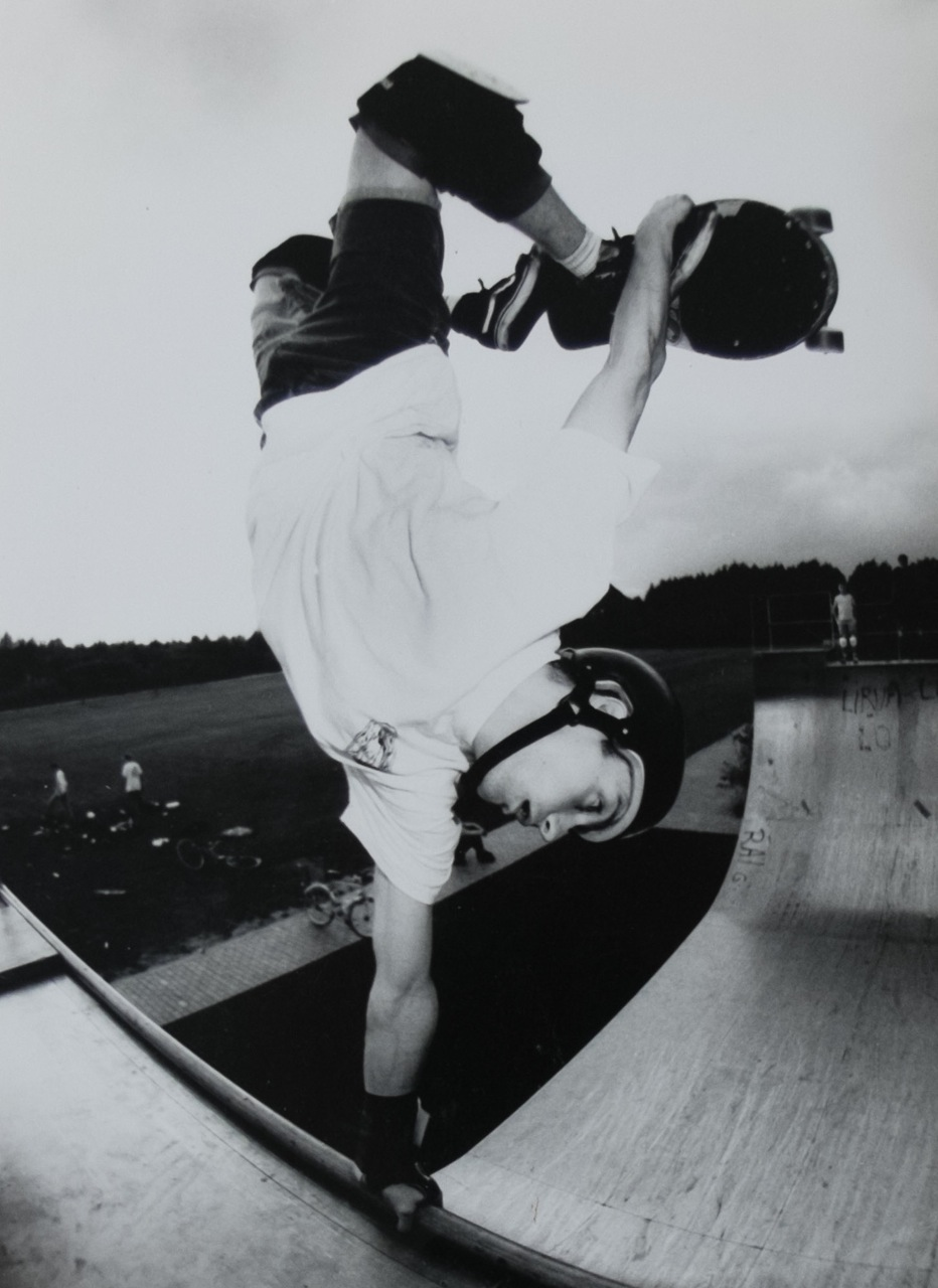 Tuckknee invert, ca 88, riding a Nicky Guerrero G&S deck, at the Havixbeck ramp, pic by Andreas Gärtner
