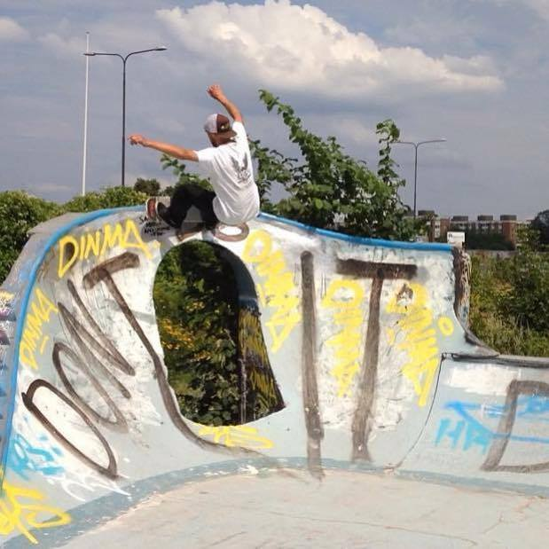 Frontside Grind, Photo credits coming