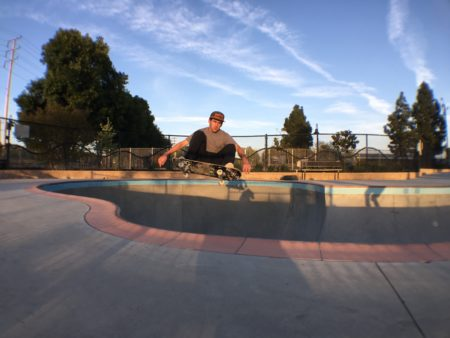 Brad mccain shred this pool so hard, you dont even know. Frontside ollie.