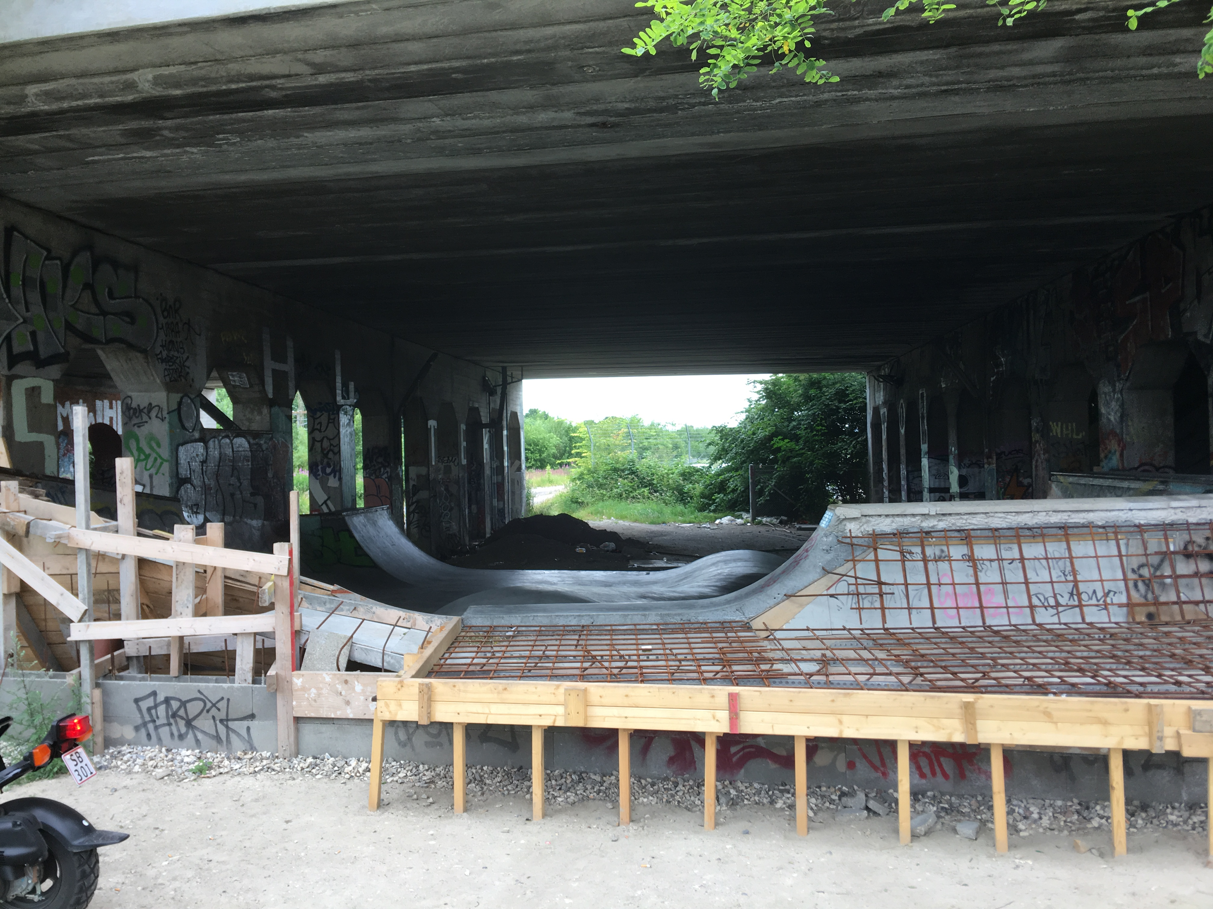 Please go ahead and support under da bridge spot.