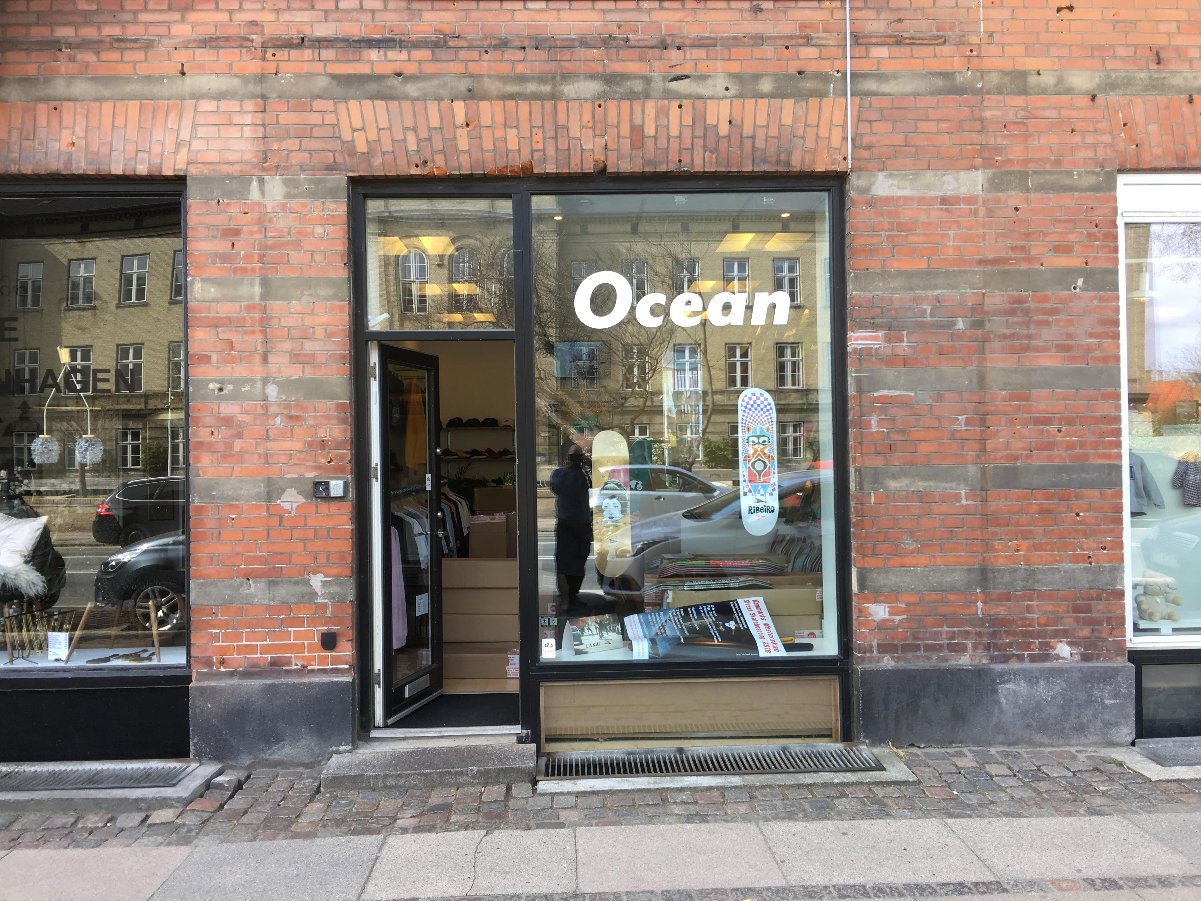 Small cool store, adresse is Rolighedsvej 20, 1958 Frederiksberg C. Parking & Skatespot in front of the stores.