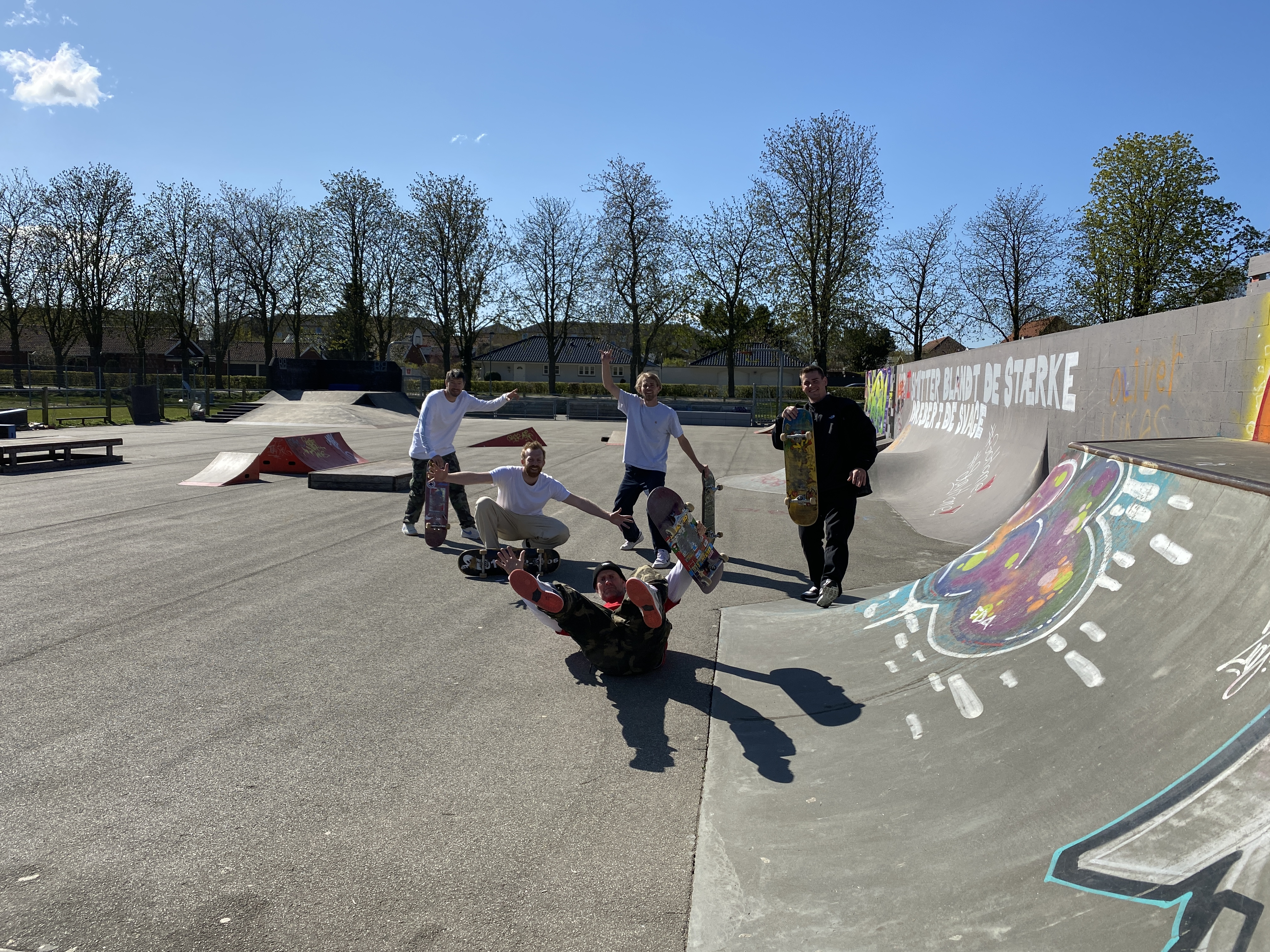 Drove to Ringsted with this team and skated the dope wall ride.