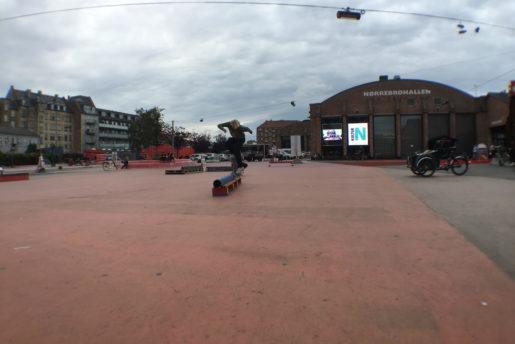 Jonas skrøder, SHREDDING RED PLAZA Røde plads, Copenhagen. foto: thomas kring