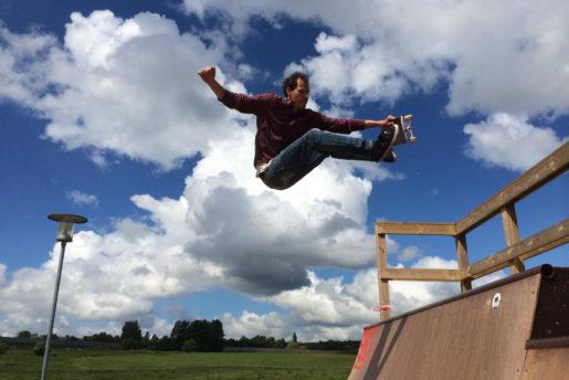 Michael Andersen, Aka Føllet. Over 40, stilli skateboading, 2 kids, house and full time creative job, STILL shredding and going for it.