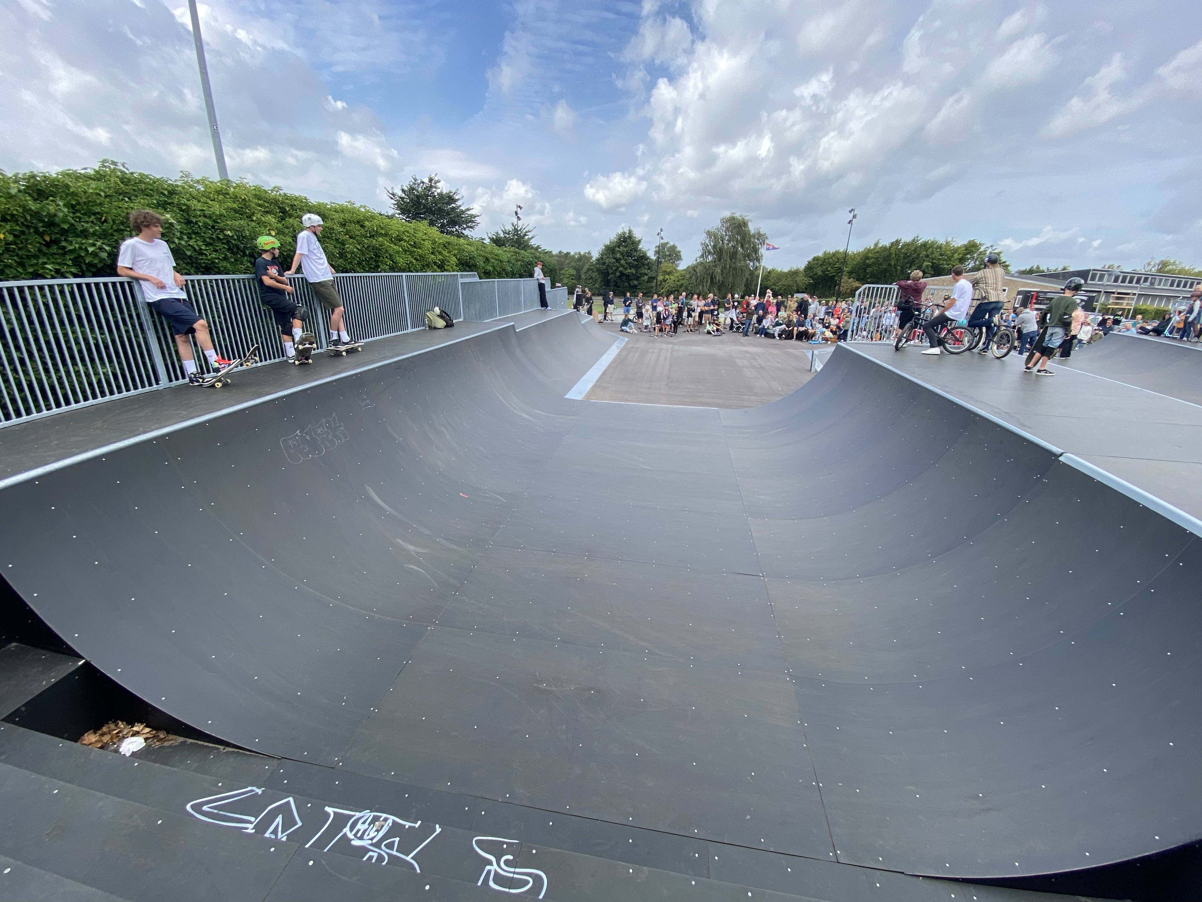 This is mini ramp greatness